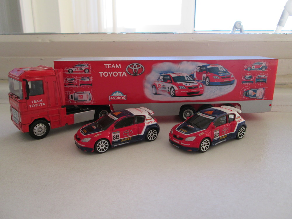 MAJORETTE RACING CAMION RENAULT + 2 TOYOTA COROLLA