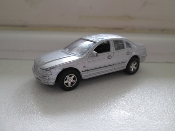 MAJORETTE BMW 828 i FRICTION