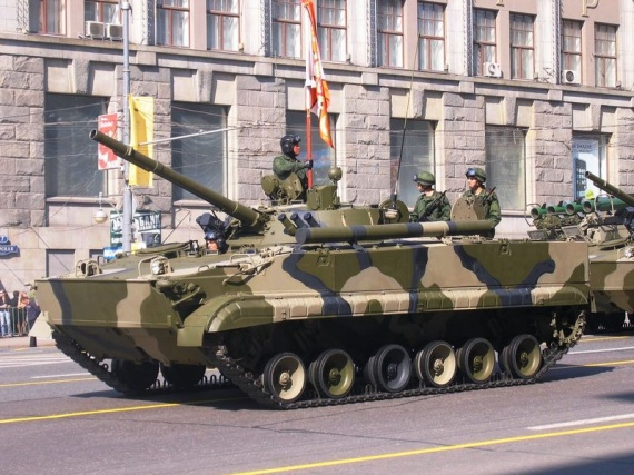 800px-2008_Moscow_May_Parade_Rehearsal_-_BMP-3