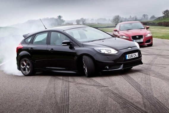 ford-focus-st-and-jaguar-xfr-to-recreate-the-sweeney-chase-scene-at-goodwood_100385697_m