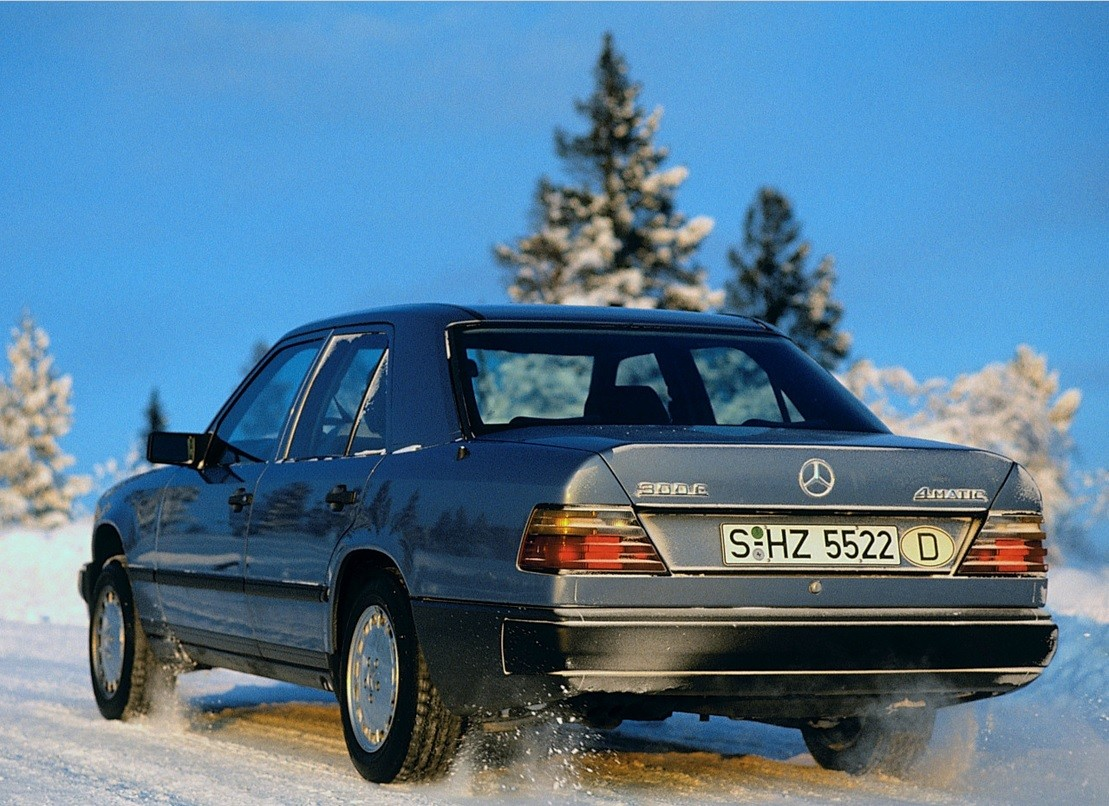 W124 exterior official ph1-4MATIC