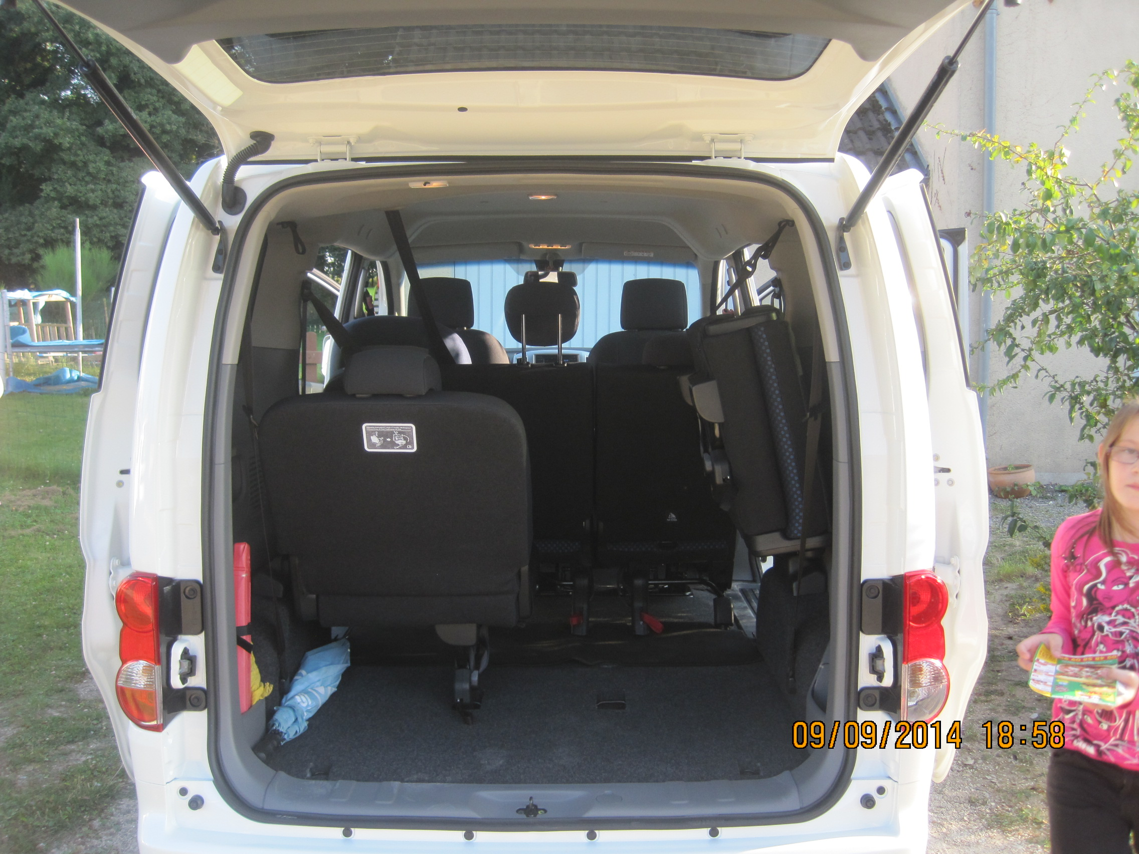 nissan nv200 7 places nissan e nv200 evalia le ludospace lectrique 7 places l 39 essai nissan. Black Bedroom Furniture Sets. Home Design Ideas