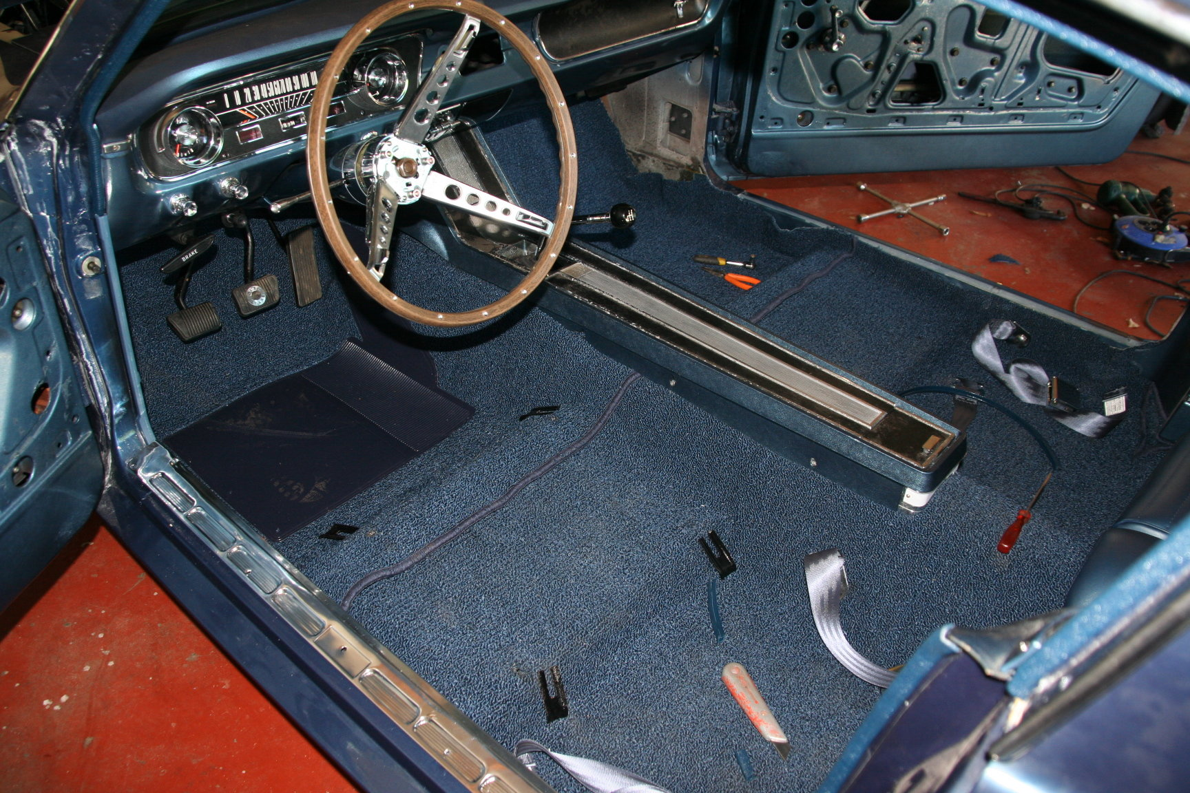 Restauration mustang fastback 1965 page 30 for Moquette voiture ancienne