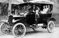 1918_Ford_Model_T_Touring_Car