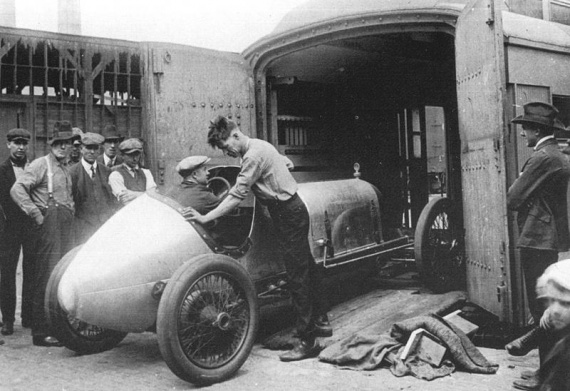 1919%20oldfield%20special%20-%20roscoe%20sarles,%20waldo%20stein%20load%20car%20for%20indy