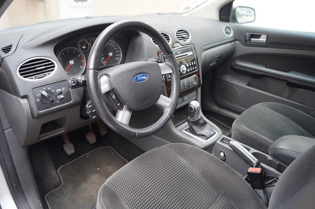 2005 ford focus 1 6 ti vct 115 pr sentation focus for Garage qui s occupe de la carte grise