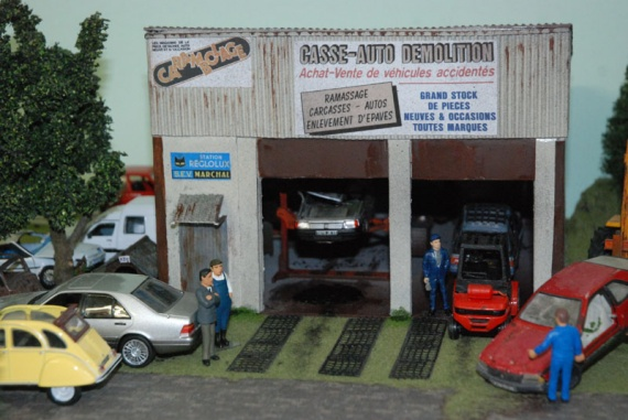 epave en miniature diorama paves casse mini garage etc page 714 divers autres. Black Bedroom Furniture Sets. Home Design Ideas