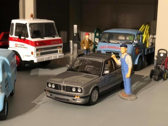 BMW E30 1/43 MINICHAMPS