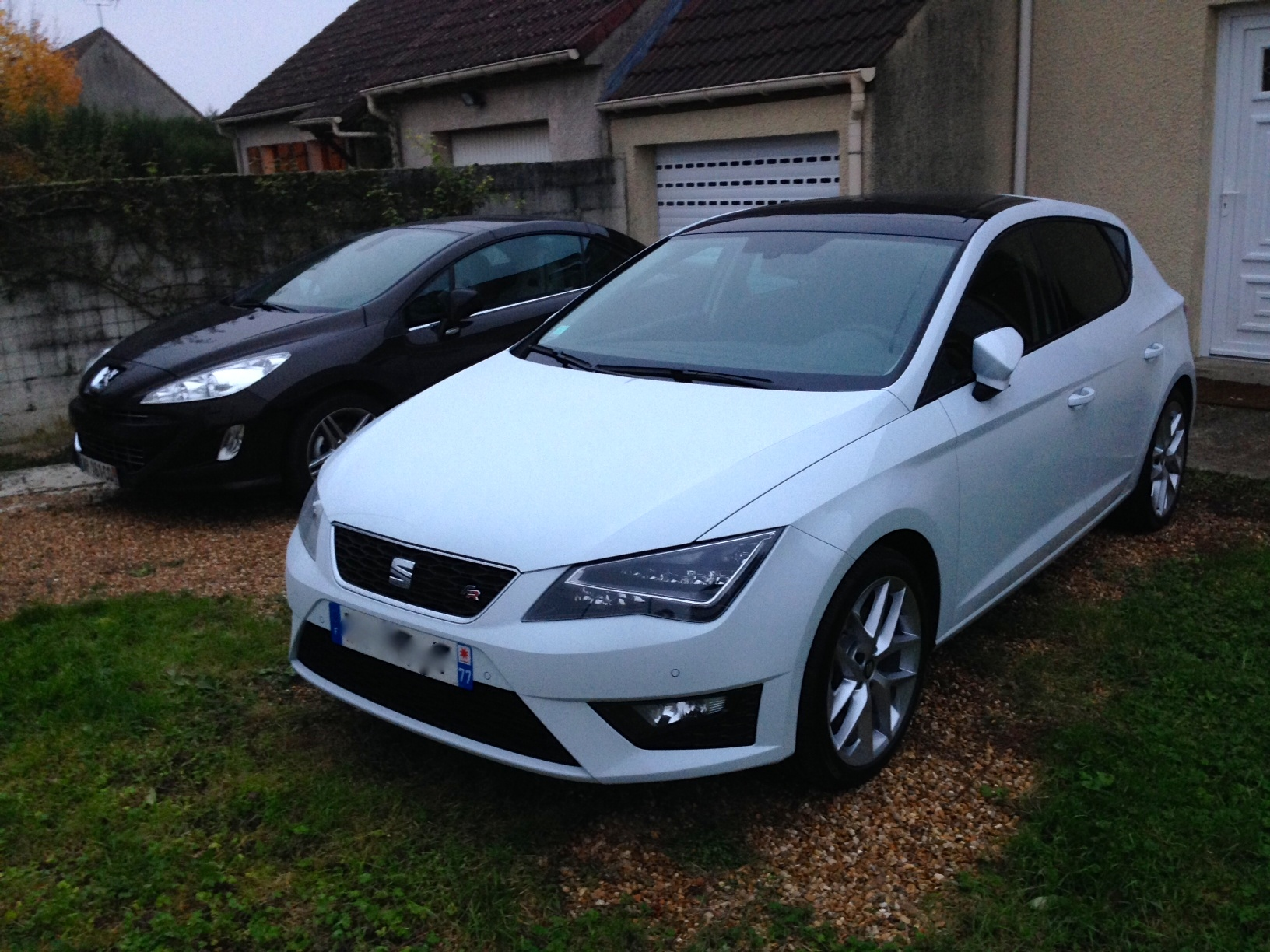 photo 3 seat leon foyse photos club. Black Bedroom Furniture Sets. Home Design Ideas