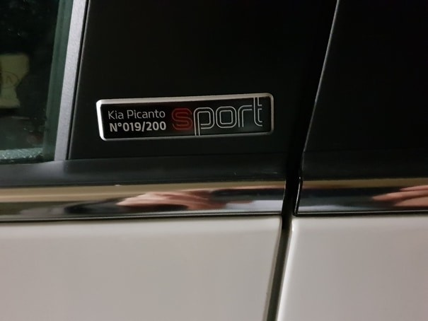 Picanto Sport Edition badge