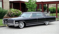 1966_Cadillac_Fleetwood_Brougham_Front_resize