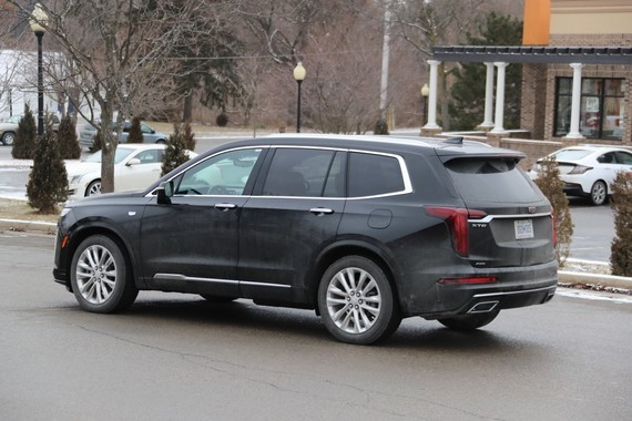2020-Cadillac-XT6-on-road-March-2019-008