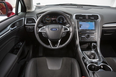 txt_Ford-mondeo-2015-interieur[1]
