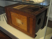 Camera_given_to_Niépce_by_Daguerre,_1829