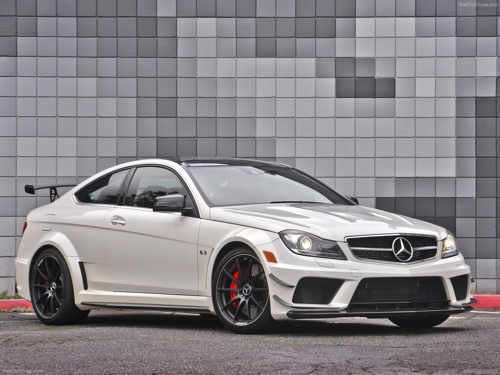 Mercedes-Benz-C63_AMG_Coupe_Black_Series_2012_1600x1200_wallpaper_05