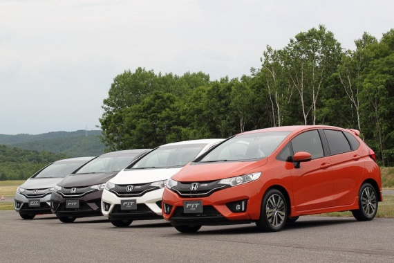 2014-Honda-Fit-Jazz-28[2]