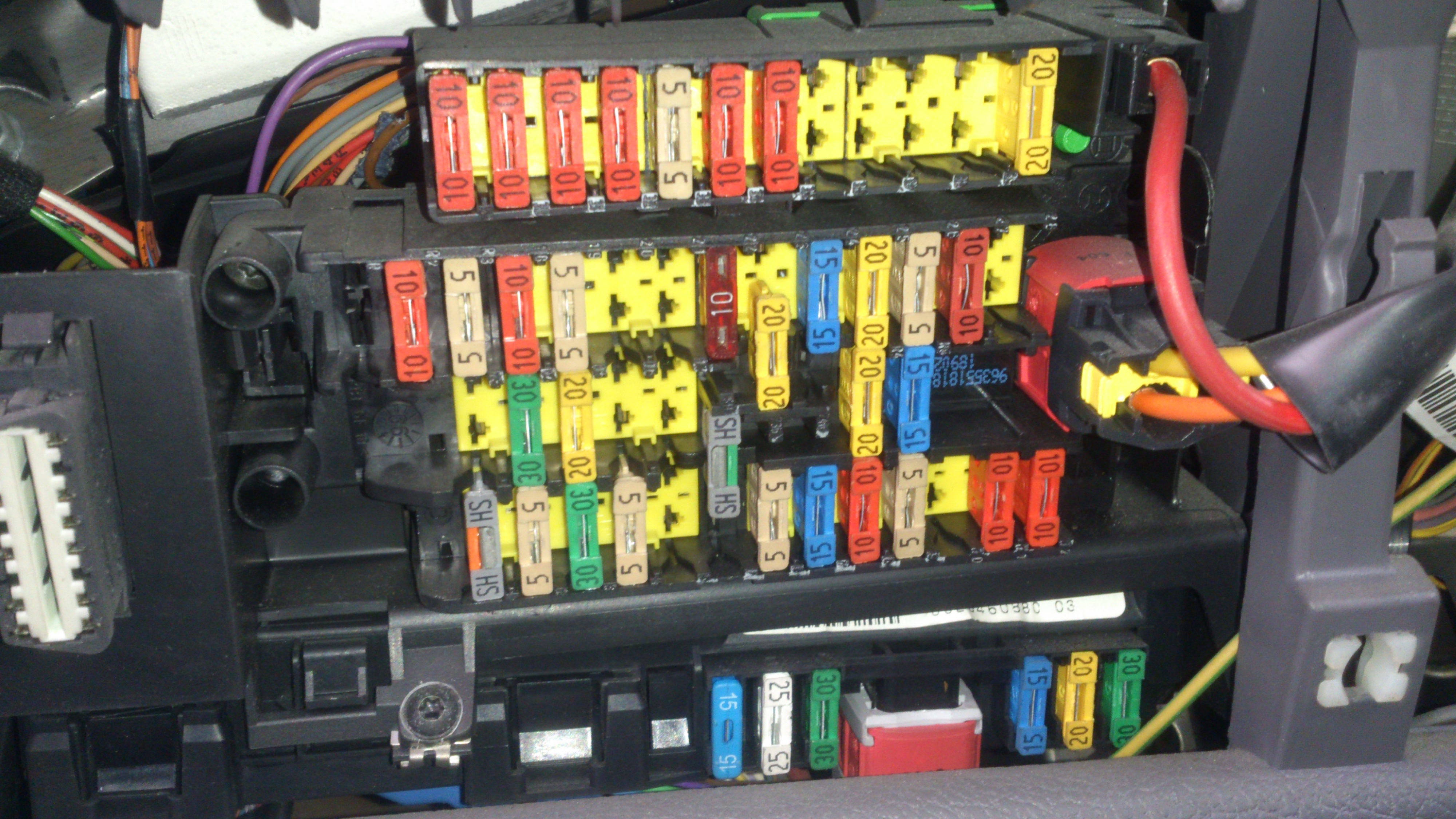 peugeot 207 wiring diagram download with Sujet100092 on Peugeot Expert Fuse Box further Blinkerswitch likewise Diagrama Caja De Fusibles further Volvo Mon Rail Fuel System as well Hand UokNKZhSWPECA.