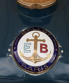 EB_(Édouard_Ballot)_badge_on_1920_Ballot_Straight_8_-_Flickr_-_exfordy