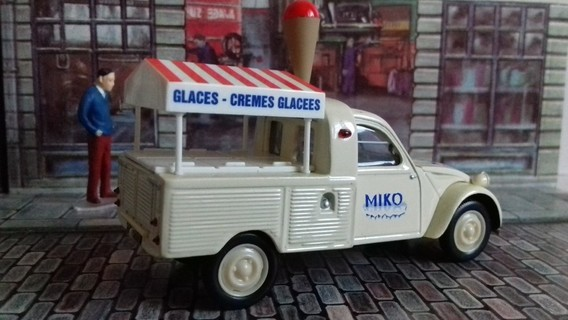 Citroen 2 CV pick-up glacier