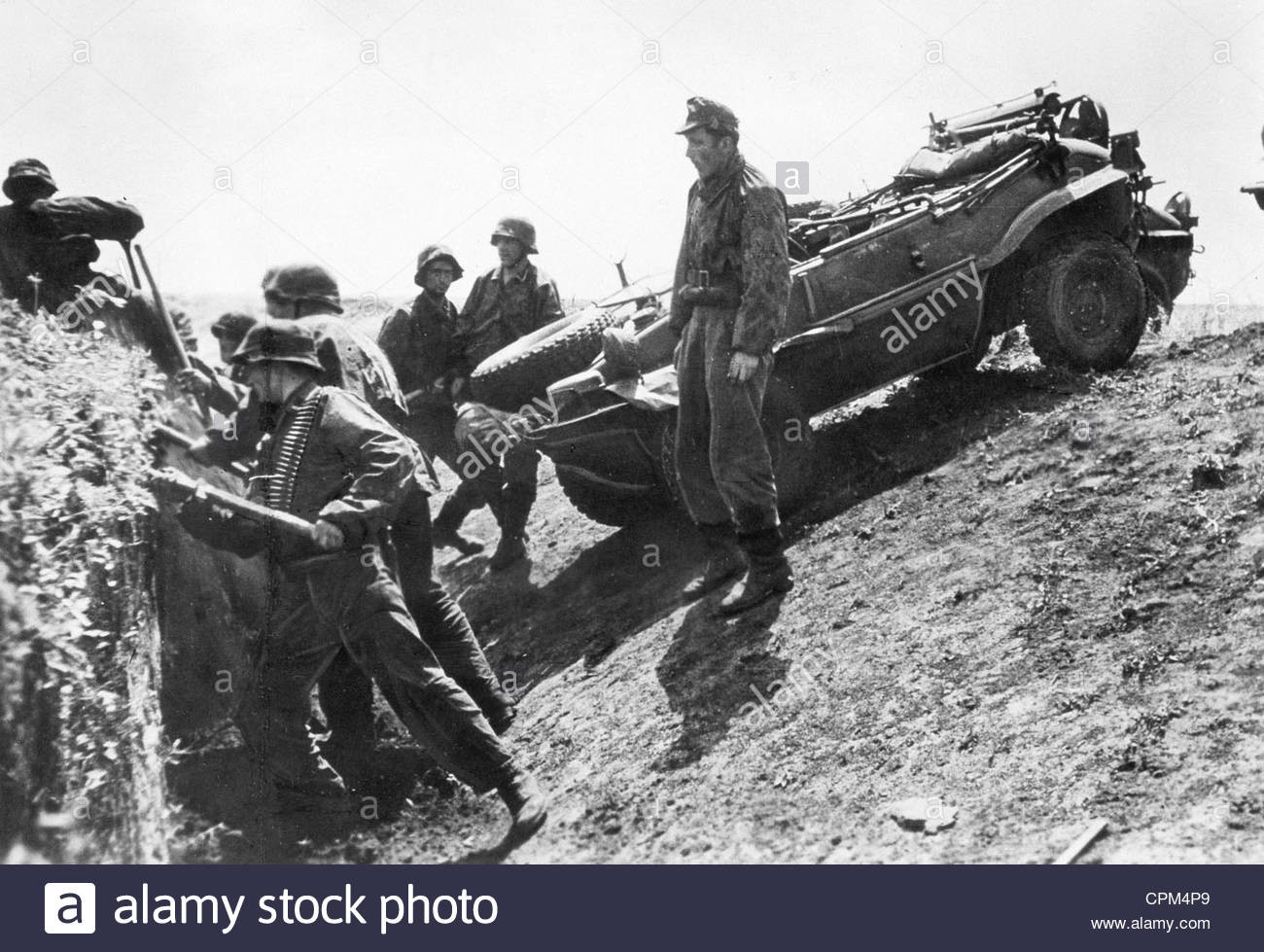 soldiers-of-the-waffen-ss-with-a-vw-schwimmwagen-1943-CPM4P9