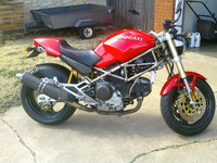 Red_1994_Ducati_Monster_M900_right