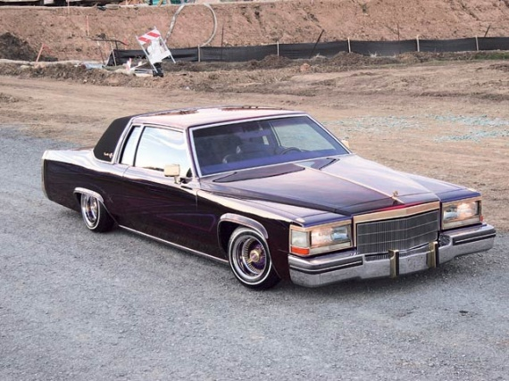 0605_lrm_06z_1982_caddy+full_shot_of_car
