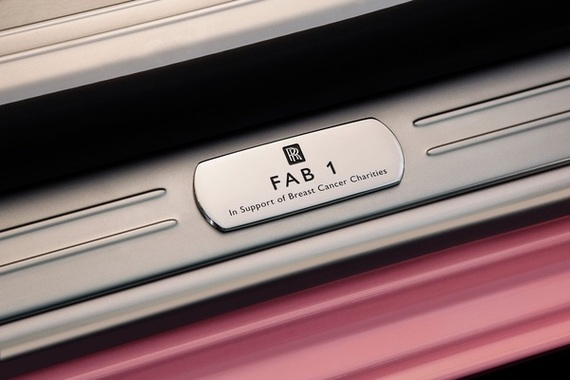 Une-Rolls-Royce-Ghost-FAB1-rose-contre-le-cancer