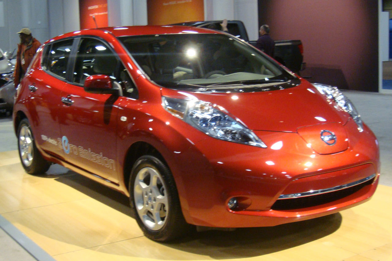 2011_Nissan_Leaf_WAS_2011_1039