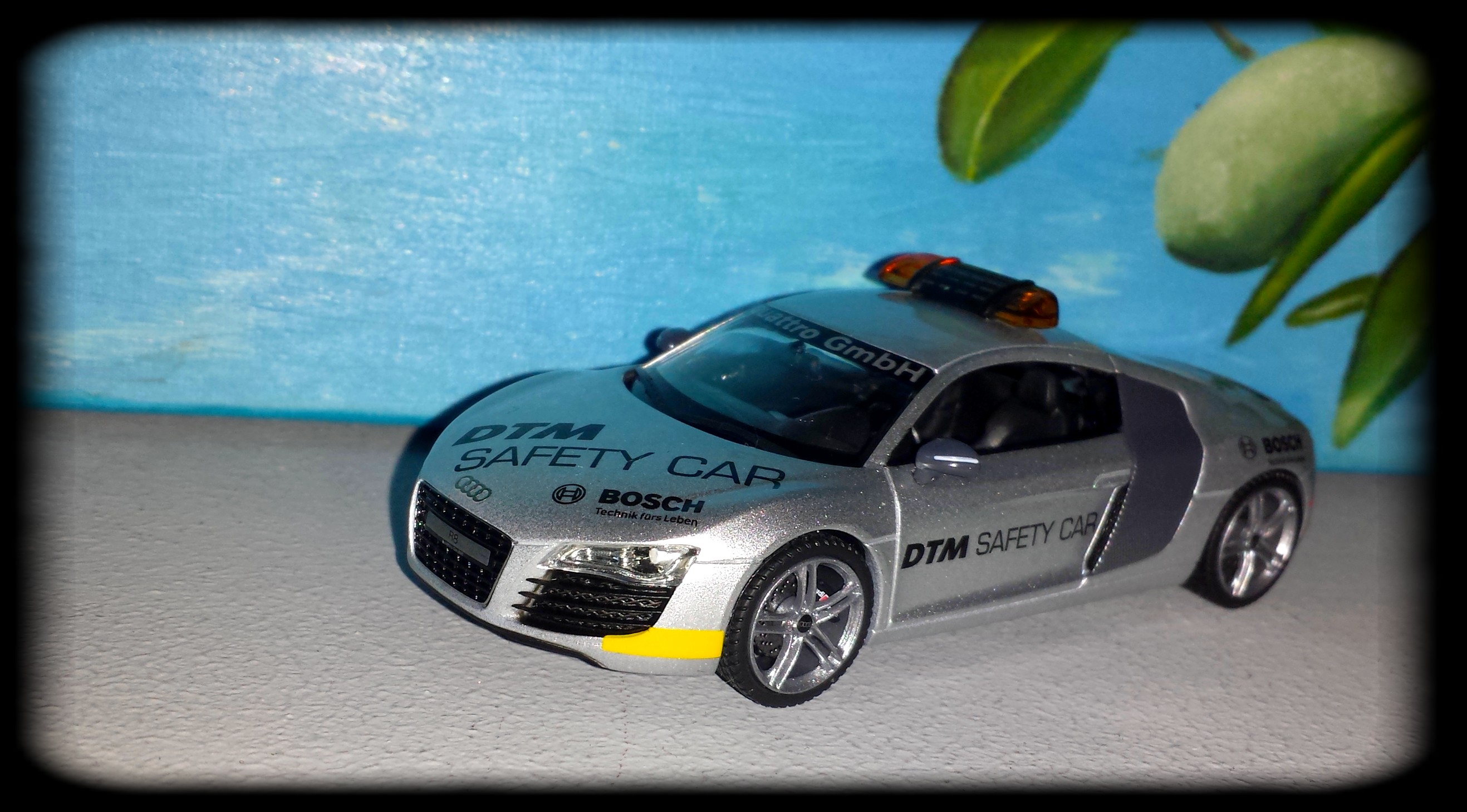 Audi R8 V8 Safety Car DTM by Schuco