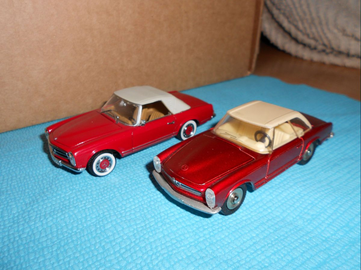 pagode dinky et minichamps rouge