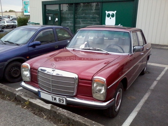 Mercedes 240D W115 phase 2 (1)
