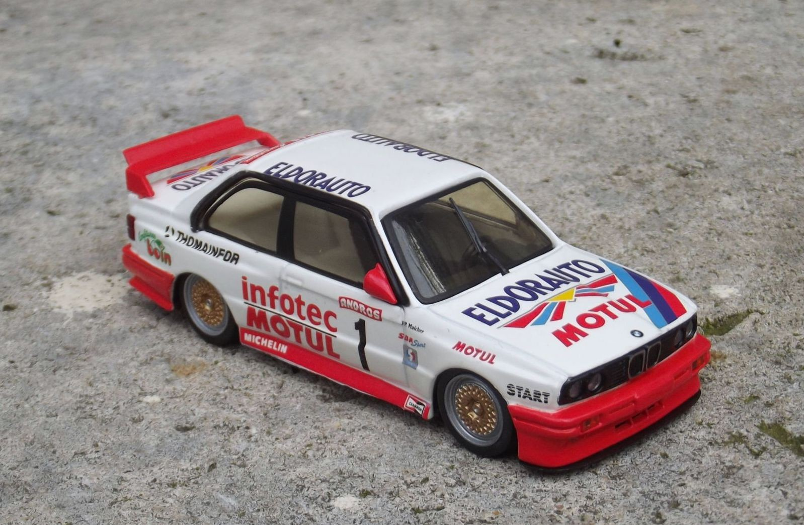 BMW e30 minichamps