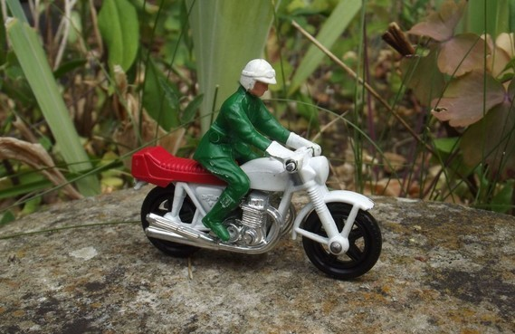 Honda 750 four Matchbox blanche